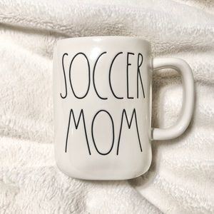 🆕Rae Dunn Ceramic SOCCER MOM Mug